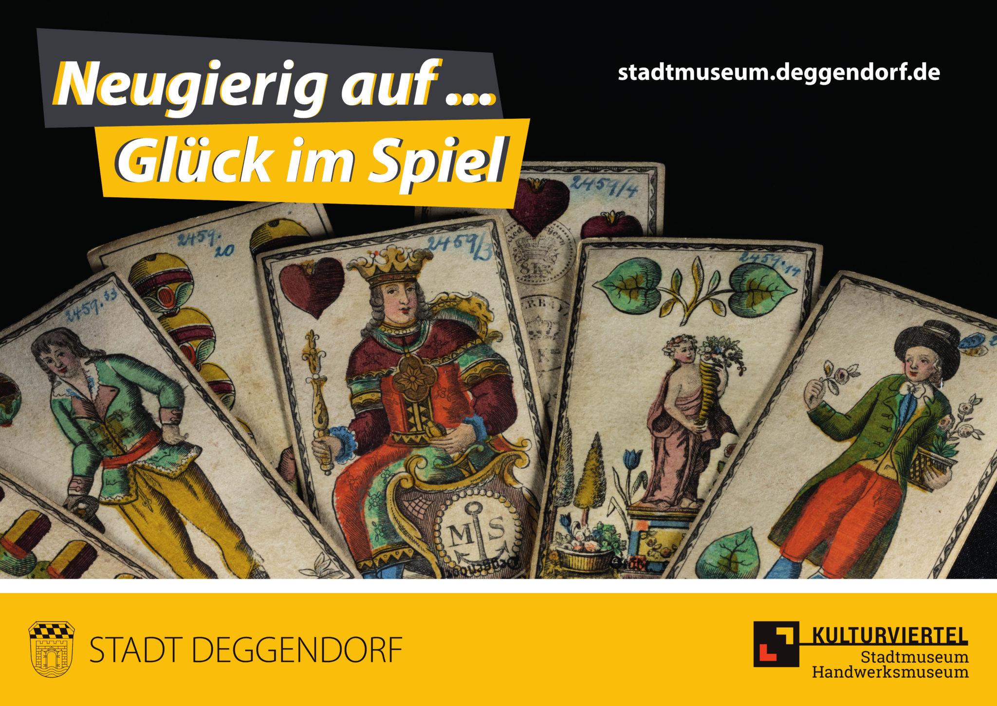Neugierig auf Glück im Spiel. Es sind Spielkarten eines Bayerischen Blatts zu sehen