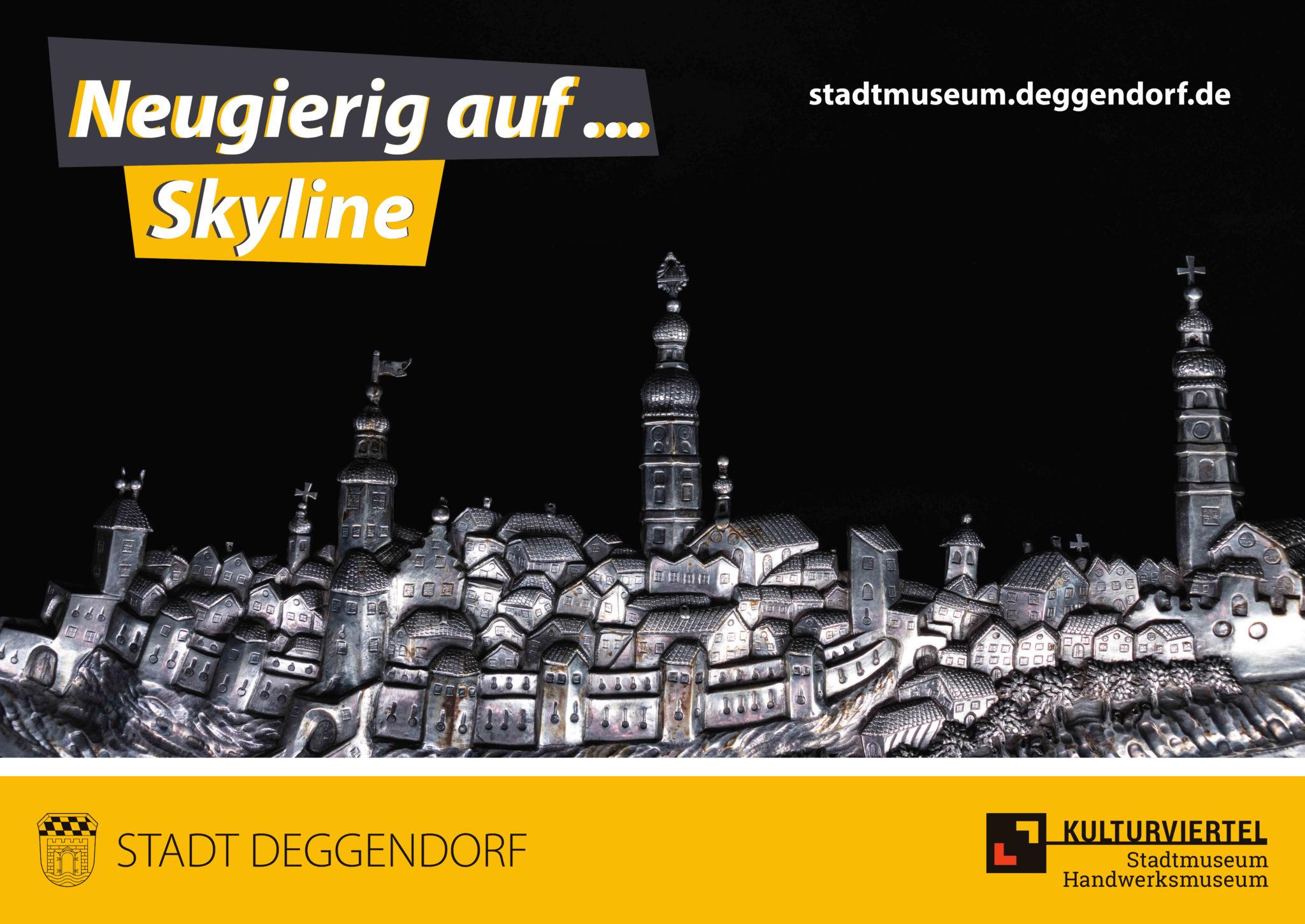 Neugierig auf Skyline: Nahaufnahme eines Silberreliefs mit der Stadtansicht von Deggendorf aus dem 18. Jahrhundert