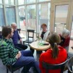 Fünf Besucher des Inklusionscafe bei der Auftaktveranstaltung im Handwerksmuseum Deggendorf