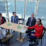 Besucher und Oberbürgermeister Dr. Moser bei der Eröffnung des Inklusionscafe bei der Auftaktveranstaltung im Handwerksmuseum Deggendorf