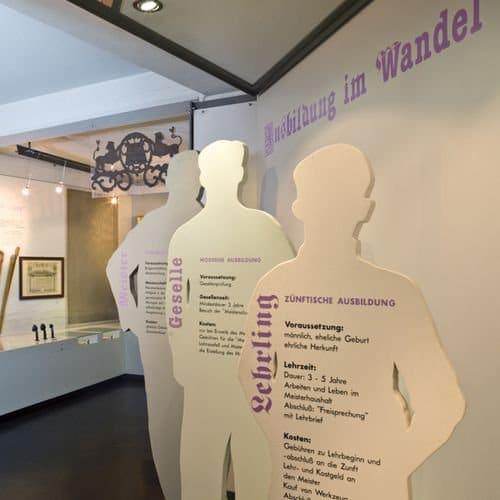 Ausstellung Personen-Shiluetten