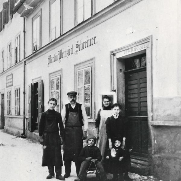 Historisches Foto der Schreinerei Weinzierl zur Ausstellung Handwerk und Handwerkerhäuser in Deggendorf