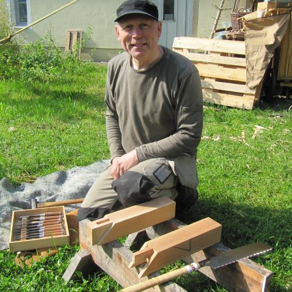 Harald Wenzel mit japanischen Holzverbindungen am Internationalen Museumstag im Handwerksmuseum Deggendorf
