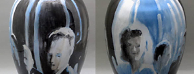 """Bemalte Glasvase aus der Ausstellung """"Rainer Metzger - Glas + Malerei"""" im Handwerksmuseum Deggendorf"""