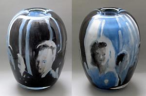 Bemalte Glasvase aus der Ausstellung