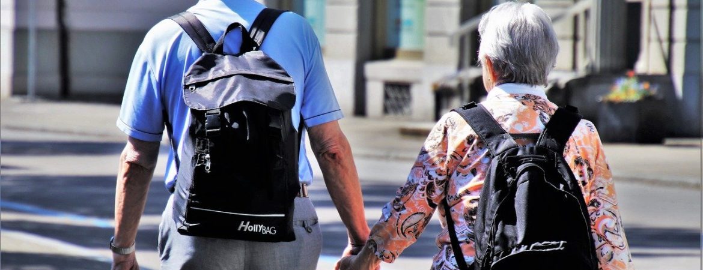 Senioren auf dem Weg ins Handwerksmuseum Deggendorf zum Seniorentag