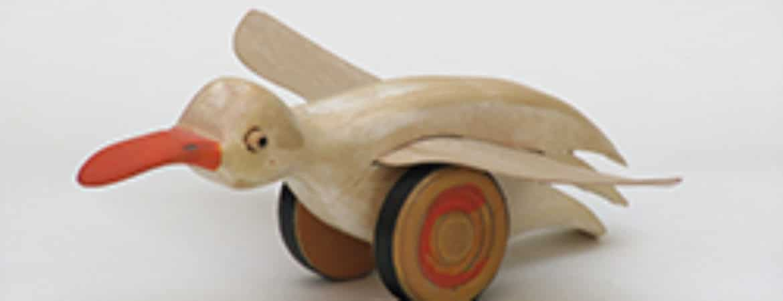 """Spiel-Ente aus der Ausstellung """"Spielerisches Kunsthandwerk"""" im Handwerksmuseum Deggendorf"""