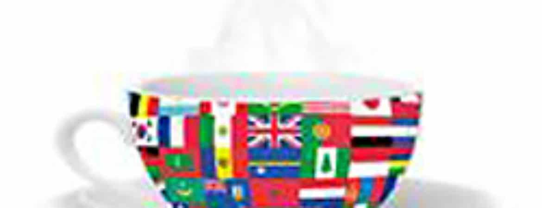 Tasse mit verschiedenen Flaggen