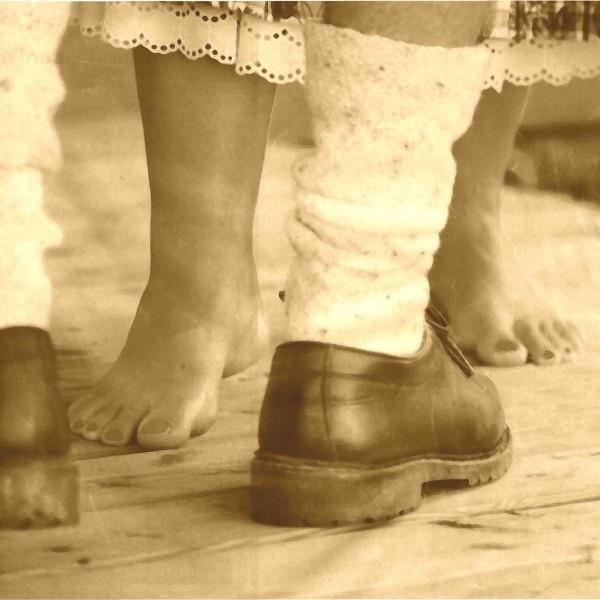 tanzende Füße aus dem Volkstanz Workshop im Handwerksmuseum Deggendorf